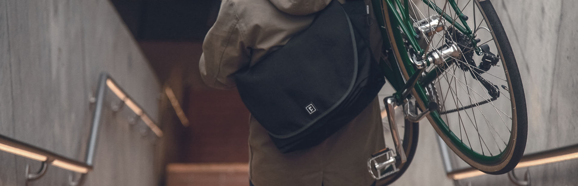 Medium Zero Messenger Bag